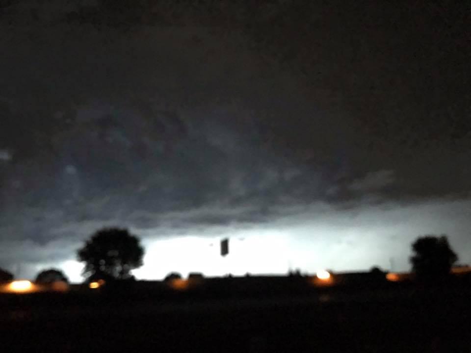 94740 submitter file1  19430192102118108220789174148464739984098721n Ovni cuadrado negro aparece de las nubes sobre Wisconsin
